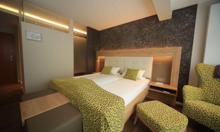 Übernachten in modernen Hotelzimmern des Tagungshotels